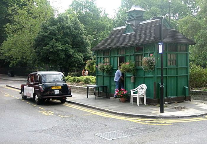 London_taxi_shelter